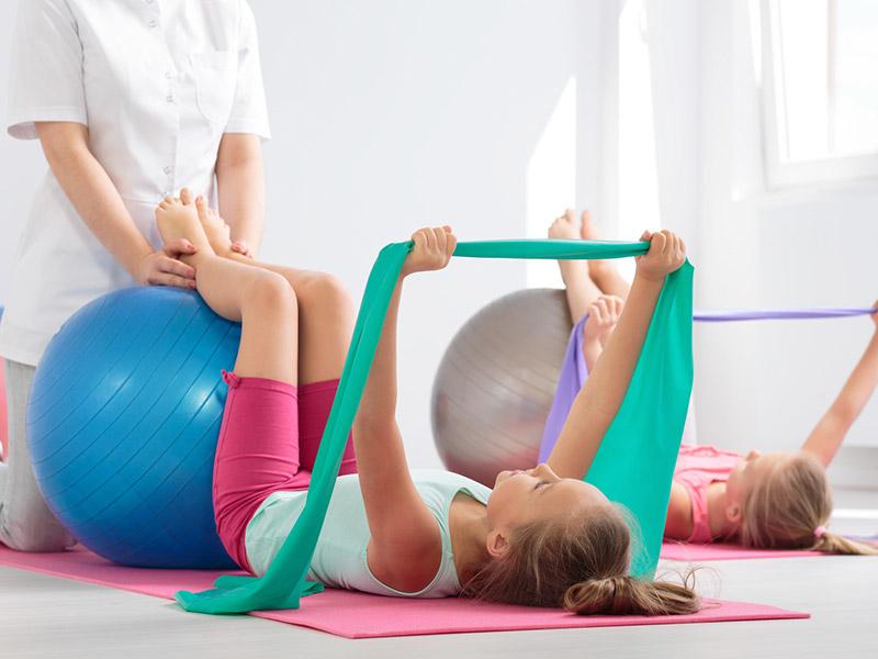 Gimnastyka-grupowa-stabilizacja-tułowia-i-stóp
